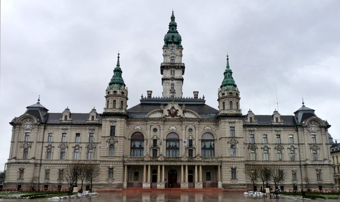 városháza szemből